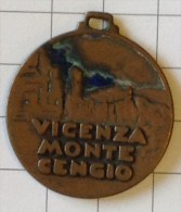 REGNO Medaglia / Distintivo - Medaglia ADUNATA GRANATIERI MONTE CENGIO / VICENZA 1938 - Armée De Terre