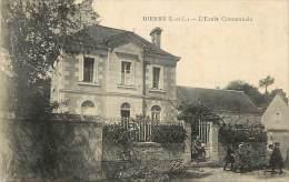 - Indre Et Loire - Ref A265 - Dierre - L Ecole Communale  - Enfants Sortant De L Ecole - - Autres Communes