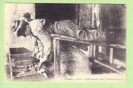 THIERS : La Coutellerie, Une Polisseuse Au Travail. TBE. 2 Scans. Edition Guillot - Thiers