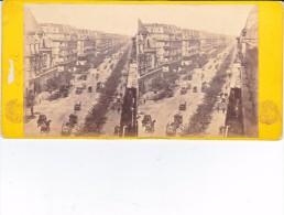 Vieille Photo Stereoscopique Vers 1870 Grand Boulevard De Paris Non Identifié Tres Animé - Stereoscopic