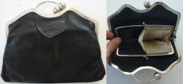 Sac pochette cuir noir metal argent ann�es 30 avec doublure int�rieure