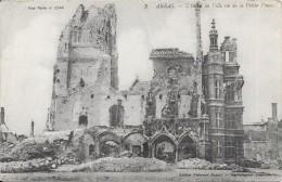 ARRAS - 62 - L'Hotel De Ville Vu De La Petite Place - VAN - - Arras
