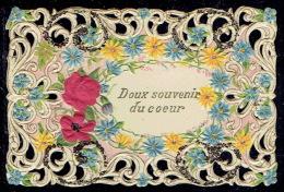 """Chromo Superbe Carte """"doux Souvenir Du Coeur""""gaufrée Ajourée Façon Canivet,paillettes, Fleurs En Tissus,pourtour Dentelé - Fleurs"""