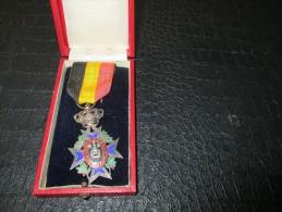 MEDAILLE 29 - Médailles & Décorations