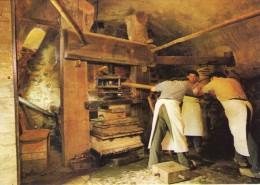 Métiers.. Animée Moulin Richard De Bas Pressage Des Feuilles Musée Du Papier Ambert - Artisanat