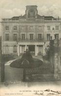 CPA Le Neubourg-Hôtel De Ville   L1992 - Le Neubourg