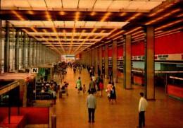 AEROPORT DE PARIS ORLY..LE HALL DE L'AEROGARE...CPSM GRAND FORMAT ANIMEE - Aérodromes
