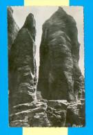 CPSM  FRANCE  56  ~  PÉNESTIN  ~  52  Deux Rochers Curieux En Forme De Menhirs Sur La Côte Du Bile ( Nozais Dent. 1953 ) - Pénestin