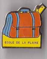 Pin's Ecole De La Plaine - Administrations