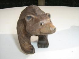Ours  Sculpté En Bois  - Hauteur 6 Cm  Longueur 14 Cm   - Travail Artisanal - Bois