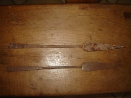 Lot De 2 Ancien Fer De Lance A Identifier - Knives/Swords