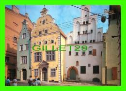 """RIGA, LITUANIE  - DZIVOJAMAS EKAS """"TRIS BRALI"""" - DWELLING HOUSES """"THREE BROTHERS"""" NOW OFFICE BUILDINGS - 1989 - - Lituanie"""