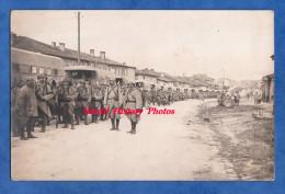 CPA Photo - Village Aux Environs De VERDUN ? - Convoi Automobile / Camion Militaire - Poilu Du 367e Régiment - WW1 - TOP - Unclassified
