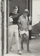 Tirage D´époque/Annette STROYBERG Et Roger VADIM/Bras Dessus Bras Dessous.../1957-58   PHOTN109 - Famous People