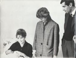 Tirage D´époque/Photo D´Agence/Annette STROYBERG Et Roger VADIM/Françoise SAGAN Et Bébé.../1957  PHOTN113 - Personalidades Famosas
