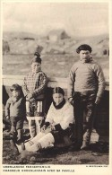 Pays Divers- Groenland -ref F312- Chasse -chasseurs Groenlandais Avec Sa Famille - Carte Bon Etat - - Groenland