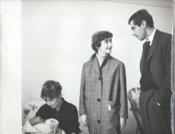 Tirage D´époque/Photo D´Agence/Annette STROYBERG Et Roger VADIM/Françoise SAGAN Félicite Le Papa.../1957  PHOTN114 - Personalidades Famosas