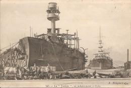 Bateaux De Guerre La Justice  En Achèvement  à Flots  Réf 797 - France