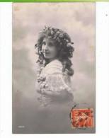 CPA-1910-ENFANTS-PORTRAITS-UNE JOLIE FILLETTE AVEC DES FLEURS DANS LES CHEVEUX-2- - Portraits