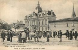 COUTRAS PLACE DE L'HOTEL DE VILLE JOUR DE FOIRE - France