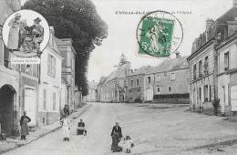 Chateau-du-Loir (Sarthe) - Place De L'Hôpital - Costume Sarthois En Médaillon - Edition Grand Bazar-Nouvelles Galeries - Chateau Du Loir