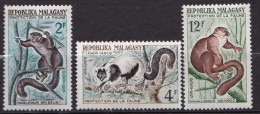 MADAGASCAR  N� 357 / 358 / 359 NEUF* INFIME TRACE CHARNIERE