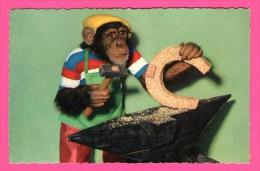 Humour - Singe - Ferronnerie - Enclume - Fer à Cheval - Marteau - A KIENER - Monos