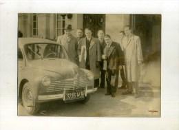 - 4 CH GAREE AVEC PERSONNAGES  . - Automobile
