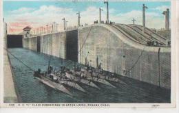 Submersibles Dans L Ecluse - Panama