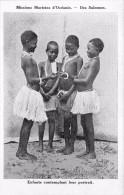 ¤¤  -   ILE SALOMON   -  Enfants Contemplant Leur Portrait    -  ¤¤ - Salomon