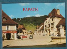 38-SAINT PIERRE DE CHARTREUSE- La Place-mairie,commerce, Voitures,animée-non écrite-10.5 X 15 - CELLARD - Frankreich