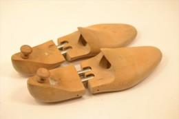 Ancienne Paire De Formes à Chaussures / Embauchoirs Hêtre. Taille 44 / 45 - Shoes