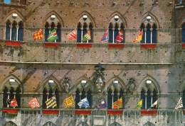 Siena - Scorcio Del Palazzo Comunale Con Le Bandiere Delle 17 Contrade - Siena