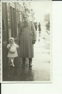 KINGDOM OF YUGOSLAVIA, SERBIA , VRSAC  --  ORIGINAL PHOTO    --   OFFICER, GIRL --    13 ,5 Cm  X 8,5 Cm - Militaria