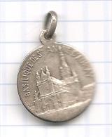 Médaille Religieuse En Argent Avec Bélière : Basilique De Sainte-Anne D'Auray (fin 19e-début 20e S.) - [Silber / Silver] - Anhänger