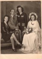Photo Originale Mariage - Une Mariée Avec Ses 2 Soeurs Et Son Frère - Jumelles ? - Grande Ressemblance - - Personnes Anonymes