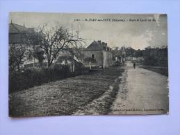 SAINT JEAN SUR ERVE Mayenne 53 ROUTE DE LAVAL AU MANS CPA Postcard Paysage Animee Ancien - France