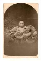 Photo   ENFANT DANS UN CHOU Felix Baudet Caen - Photos