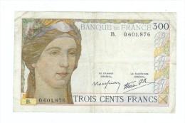 FRANCE 300 F CLEMENT SERVEAU DU 6/10/1938 LETTRE B PLIS ET SALISSURES 4 TROUS PAS DE MANQUE NI  DECHIRURE TTB+ - 1871-1952 Anciens Francs Circulés Au XXème