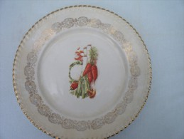 Assiette Décor Légumes Avec Frise Gris Violet Et Liseré Or Opalor Real Export - Ceramics & Pottery