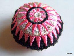 1 Mini Coussin Rose Noir Artisanat Hmong Recto-verso Environ 30x30x20mm   Coussin Ethnique Vendu à L'unité   Ces Coussin - Other