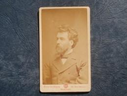 Photo CDV  A. Guerin à Bruxelles  Beau Portrait Homme Barbu Photographié De 3/4  - Circa 1880 - L240D - Photos