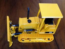 VEHICULES- ENGINS DE CHANTIER- JOAL-  TRACTEUR-PELLE D5C CAT- MÉTAL- DANS BOITE D´ORIGINE- 3 SCANS - Camions, Bus Et Construction