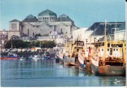 Le Port De Peche Et L'église  CONCARNEAU Finistère Carte N°4 - Concarneau