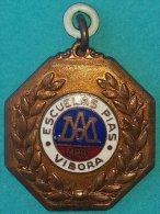 PIN-58  CUBA MEDALLA DE ESCUELA PIA VIBORA. SCHOOL MEDALLS. - Tokens & Medals
