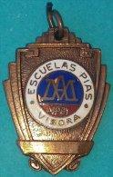 PIN-59  CUBA MEDALLA DE ESCUELA PIA VIBORA. SCHOOL MEDALLS. - Unclassified