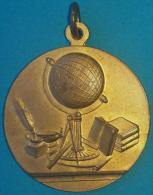 PIN-63  CUBA MEDALLA DE ESCUELA PUBLICA. PUBLIC SCHOOL MEDALLS. MERITO. - Tokens & Medals