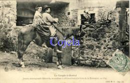 43 - Le Couple à Cheval - Jeunes Montagnards Cévenols, Se Rendant à Califourchon à La Foire De La Toussaint, Au Puy - Le Puy En Velay
