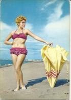 PIN-UP   Vintage  Ragazza Bionda In Costume Sul Mare Con Ombrellone - Pin-Ups
