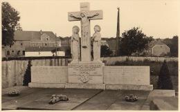 Photo Carte Postale Signée Grand Duché De Luxembourg Guerre Cimetière 1945 Monument - Guerre, Militaire